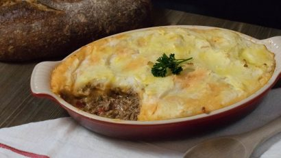 The Geeks partner up with Phoenix Public Market to bring you their Italian style Shepherd's Pie, Contadino's Pie! 2geekswhoeat.com #recipe #Italian #sponsored