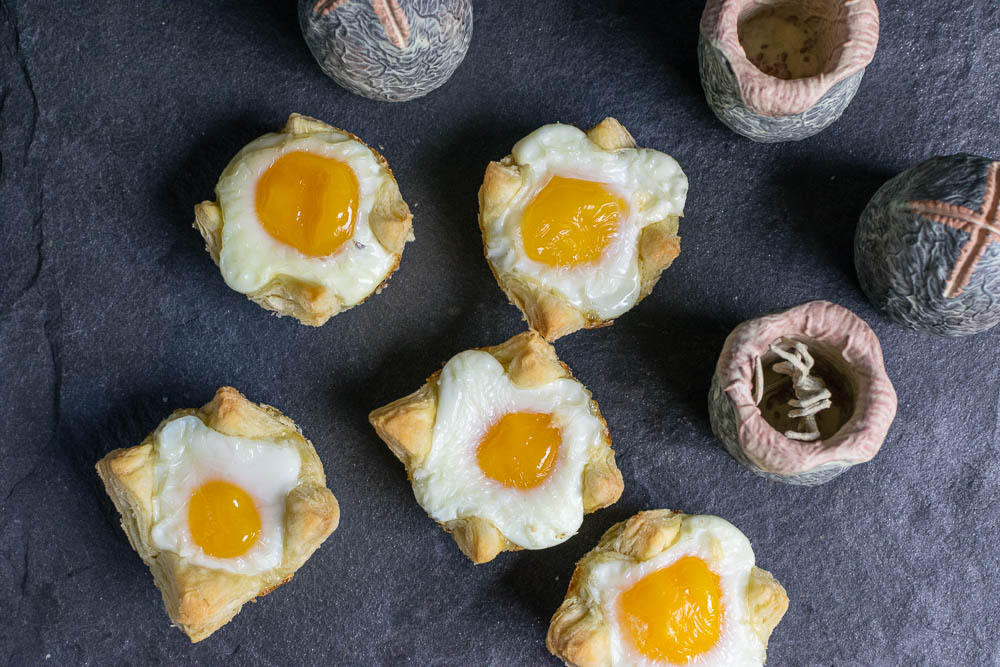 Movie Recipes   Breakfast Recipes   The Geeks have created a breakfast recipe for Xenomorph Egg Cups. The recipe is inspired by the highly anticipated movie Alien: Covenant. 2geekswhoeat.com