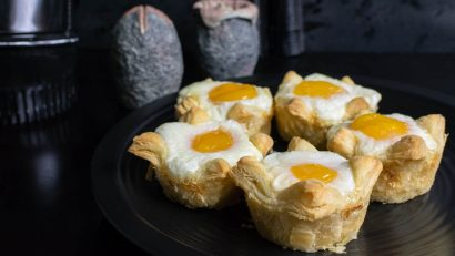 Movie Recipes | Breakfast Recipes | The Geeks have created a breakfast item inspired by Alien: Covenant, Xenomorph Egg Cups. 2geekswhoeat.com