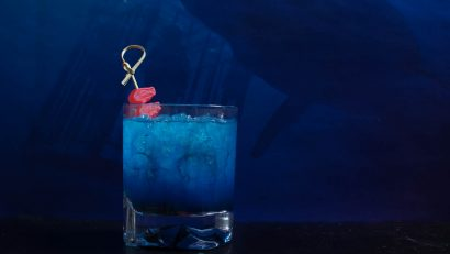 Cocktails | Horror Movies | Halloween | Inspired by 47 Meters Down, The Sinking Feeling is a delicious update to the classic Shark Bite Cocktail [Sponsored] 2geekshoweat.com