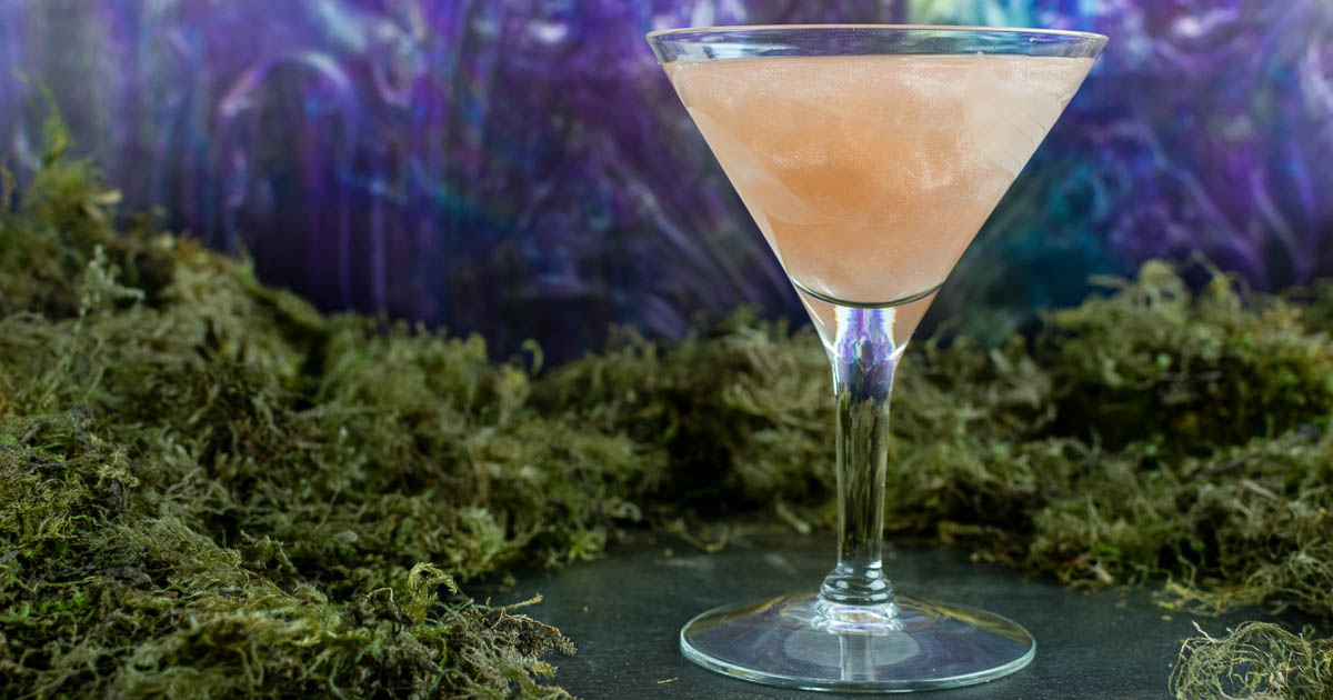 Cocktail Recipes | Movie Recipes | Sci-Fi Recipes | Gin | Excited for the release of the sci-fi thriller Annihilation, The Geeks have created an opalescent cocktail called The Shimmer. 2geekswhoeat.com