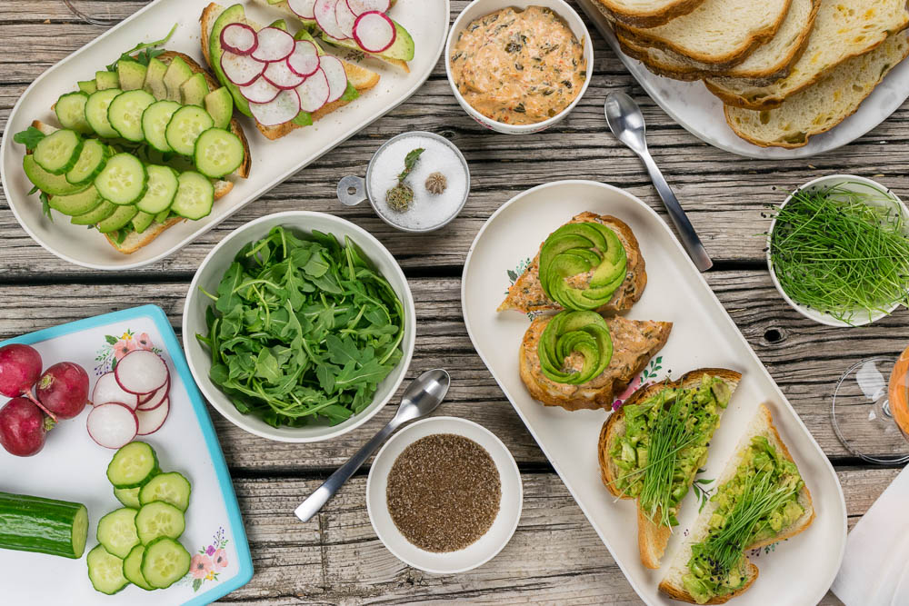 Avocado Toast | Farmer's Market Ideas | Instagram Worthy Food | Brunch Recipes | Have you ever wanted to make avocado toast like you see on Instagram? Now you can with a little help from The Geeks and Phoenix Public Market! [sponsored] 2geekswhoeat.com