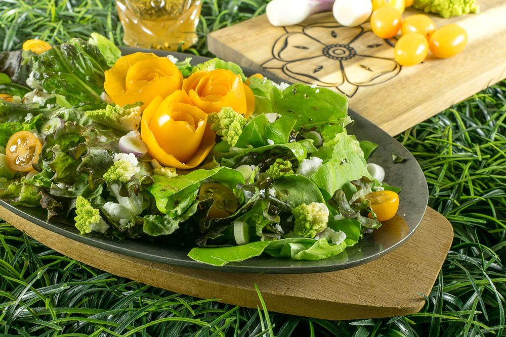 Game of Thrones Recipes | Game of Thrones Food | House Tyrell | Highgarden | Geek Recipes | Inspired by the HBO hit show Game of Thrones, The Geeks have partnered with Phoenix Public Market to create their Highgarden Salad with Champagne Vinaigrette perfect for the rising temperatures of summer! 2geekswhoeat.com