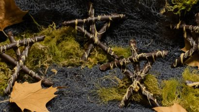 Witch Sticks are a Blair Witch inspired recipe perfect for Halloween! 2geekswhoeat.com #BlairWitch #recipe