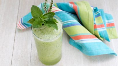 Vegan Recipes | Smoothie Recipes | Healthy Recipes | With heat and humidity rising, The Geeks have created a cool and refreshing melon cucumber smoothie that is sure to refresh! [sponsored] 2geekswhoeat.com