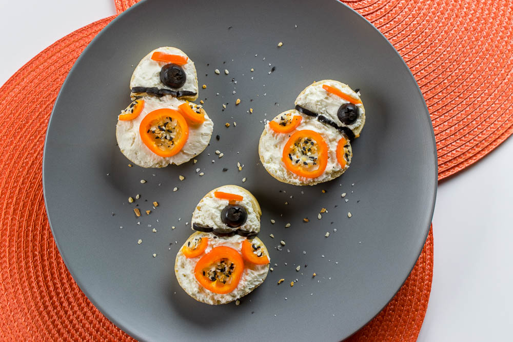 The Geeks have come up with a tasty and adorable way to celebrate the release of Star Wars: The Last Jedi, BB-8 Bruschetta! [sponsored] 2geekswhoeat.com #StarWarsRecipes #StarWars #GeekyFood #GeekyRecipes #BruschettaRecipes #BB8 #BrunchRecipes #Bruschetta #Brunch