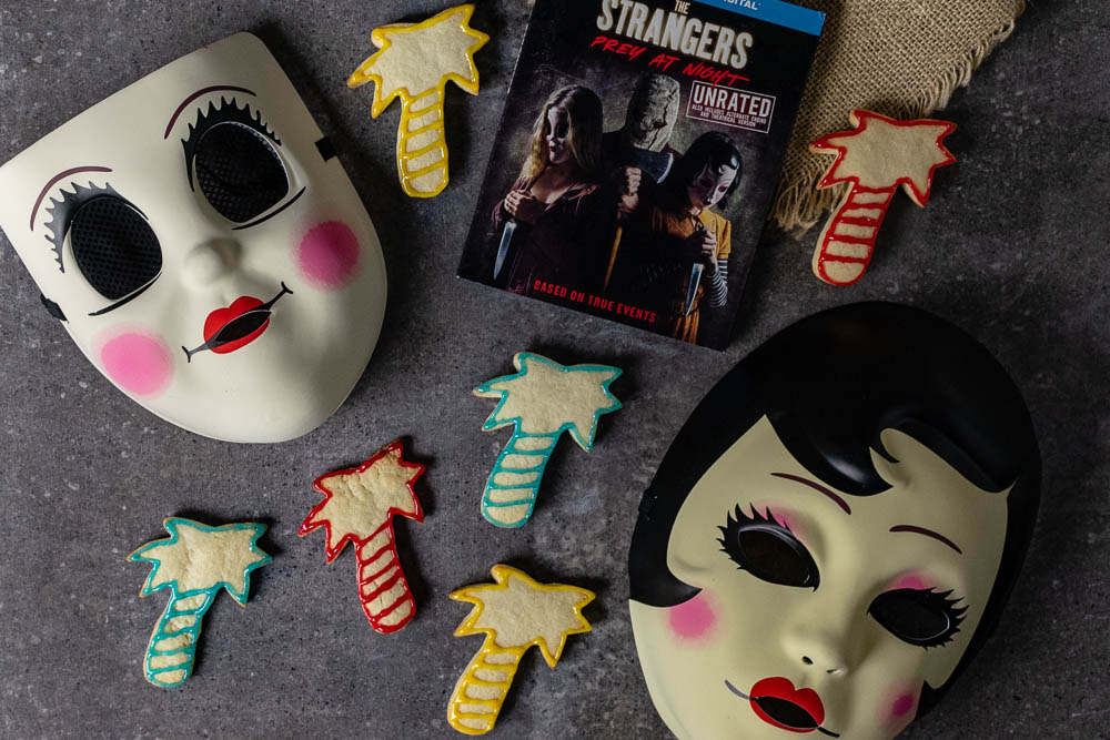 Horror Movie Recipes | Halloween Recipes | Cookie Recipes | Cut Out Cookies | The Strangers: Prey at Night | The Geeks have created a brand new fun recipe, Total Eclipe Cookies, for The Strangers: Prey at Night! [sponsored] 2geekswhoeat.com