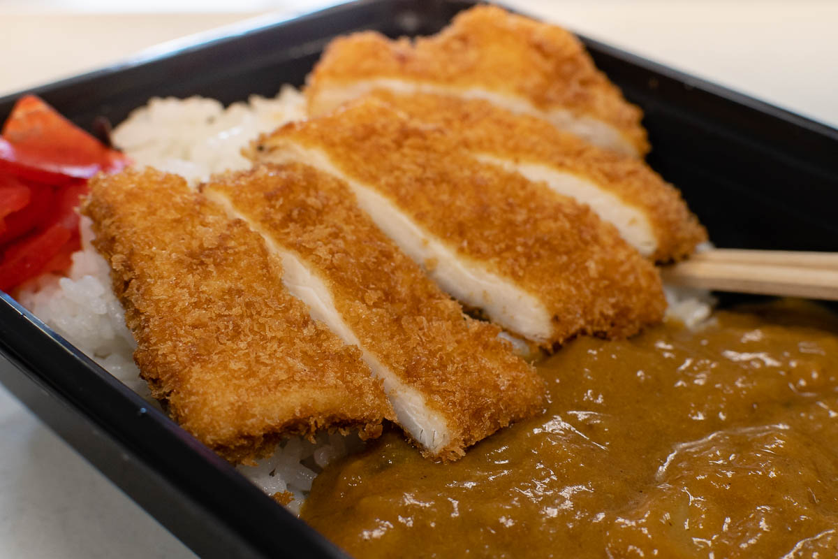 Inspired by Food Wars! Shokugeki no Soma, The Geeks head to Fujiya Market in Tempe for bento boxes and Japanese curry and discover loads of tasty treats! 2geekswhoeat.com