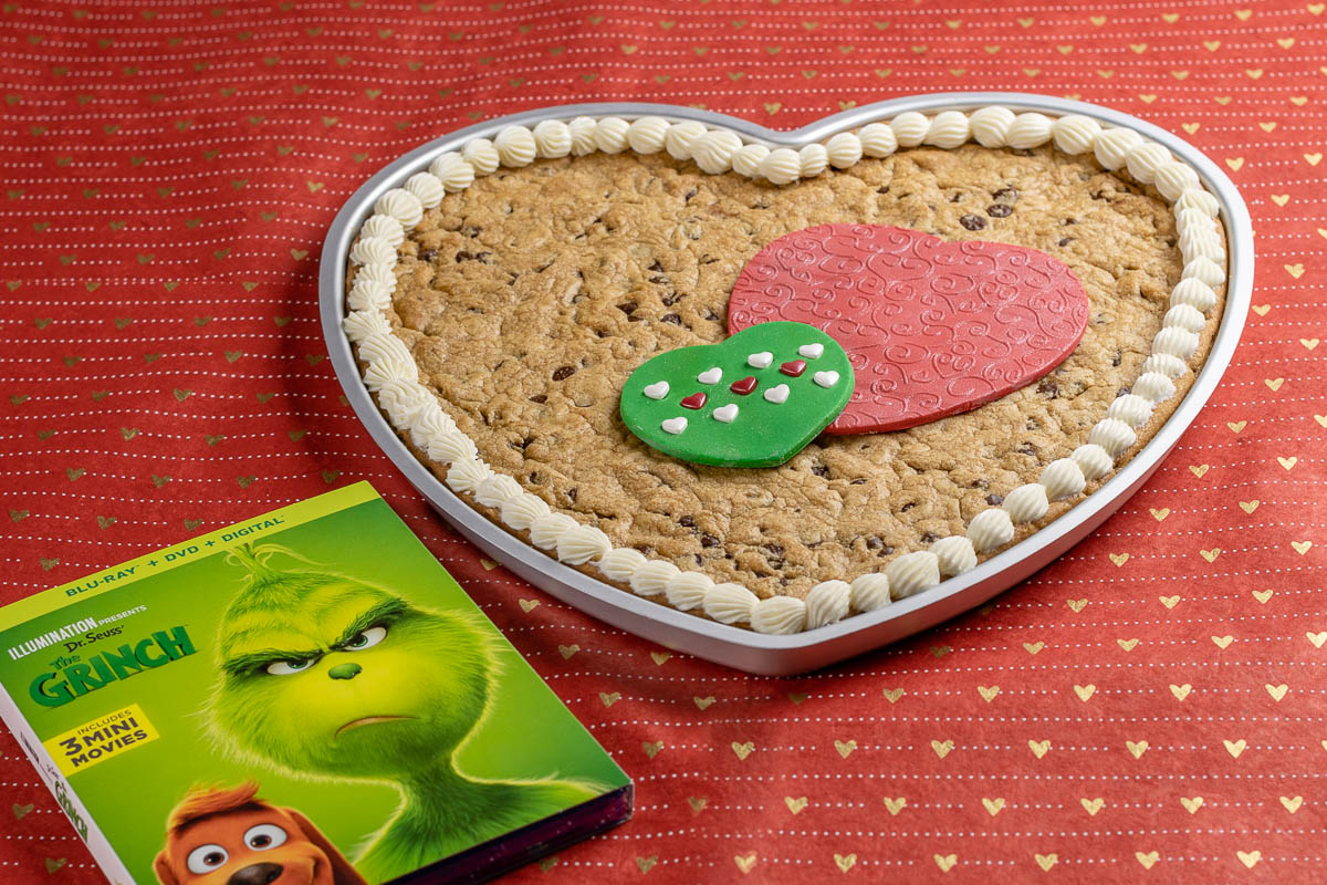 [AD] Valentine's Day Recipes | Christmas Recipes | Cookie Cake Recipes | Who says The Grinch is only for Christmas? The Geeks have created an adorable heart shaped cookie cake inspired by Illumination and Universal's The Grinch! 2geekswhoeat.com