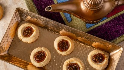 [AD] Aladdin | Disney Recipes | Cookie Recipes | Movie Night| Celebrate the home release of Disney's live-action rendition of Aladdin with The Geeks' latest recipe for Genie's Fig Jam Cookies! 2geekswhoeat.com