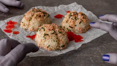 Inspired by the Shudder debut of One Cut of the Dead, The Geeks have come up with a fun and tasty recipe for Onigiri Brains! 2geekswhoeat.com #HorrorMovieRecipes #HalloweenRecipes #Onigiri #MovieNightIdeas