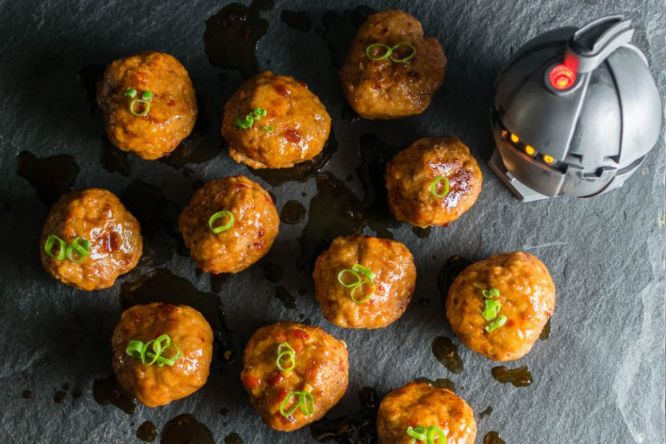 [Sponsored] As one of their three recipes created for Rogue One: A Star Wars Story, The Geeks have come up with Thermal Detonators, a turkey meatball recipe. 2geekswhoeat.com #StarWarsRecipes #StarWars #AppetizerRecipes #GameDayRecipes #Appetizers #Meatballs