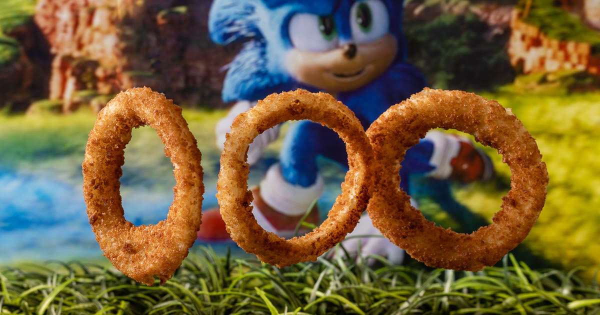 Inspired by Sonic the Hedgehog and his love of gold rings, The Geeks have put together The Geeks' Guide to Onion Rings! 2geekswhoeat.com #Sonic #SonicTheHedgehog #OnionRings #PartyIdeas #SideDishes #appetizers