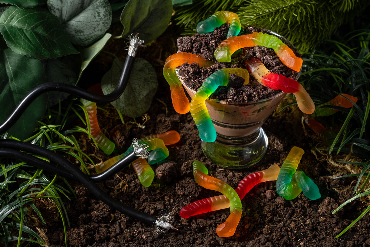 Inspired by the 1976 film Squirm and its release on Shudder, The Geeks have created a new recipe for Dirt and Squirms, a boozy take on Dirt and Worms. 2geekswhoeat.com #HorrorMovieRecipes #HorrorMovies #Horror #HorrorFood #Halloween #HalloweenRecipes #HalloweenParty #BoozyDesserts #DessertRecipes #Shudder #Squirm