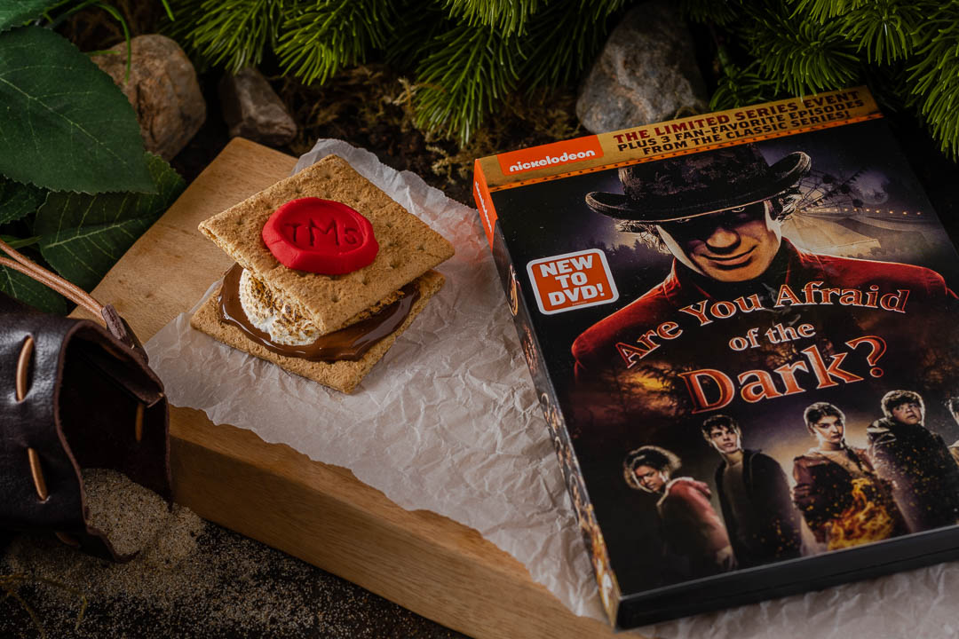 [Sponsored] Perfect for a night at home, The Geeks have created a recipe for Midnight Society S'mores inspired by Are You Afraid of the Dark. 2geekswhoeat.com #SmoresRecipes #AreYouAfraidoftheDark #FamilyFriendlyRecipes #SleepoverIdeas #DessertIdeas #HalloweenRecipes #GeekyFood #GeekyRecipes