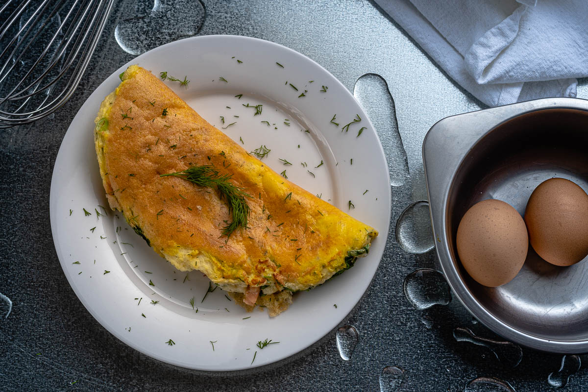 Inspired by Deep Blue Sea, The Geeks have created a recipe for Preacher's Perfect Omelet referencing the one made by LL Cool J's character. 2geekswhoeat.com #SharkWeek #BreakfastRecipes #Omelet #HorrorMovieFood #HorrorMovieRecipes #HorrorMovies #Brunch #GeekyFood #GeekyRecipes