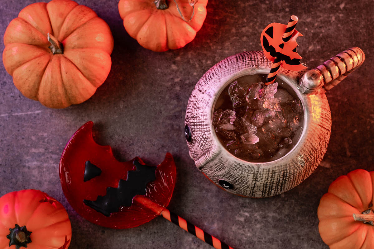 After many requests, The Geeks have come up with a mocktail recipe called Sam's Cider inspired by the film Trick 'R Treat. 2geekswhoeat.com #HorrorMovieRecipes #HorrorRecipes #Mocktails #Cider #PumpkinSpice #TrickrTreat #MovieNight #MovieNightIdeas