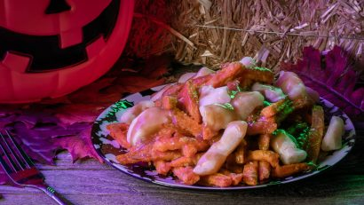 Silver Bolo Award winning Geeks Who Eat have created a Halloween Poutine recipe for Joe Bob'sHalloweenHoedown airing on Shudder on 10/8. 2geekswhoeat.com #Shudder #HalloweenRecipes #Poutine #TheLastDriveIn #FallRecipes